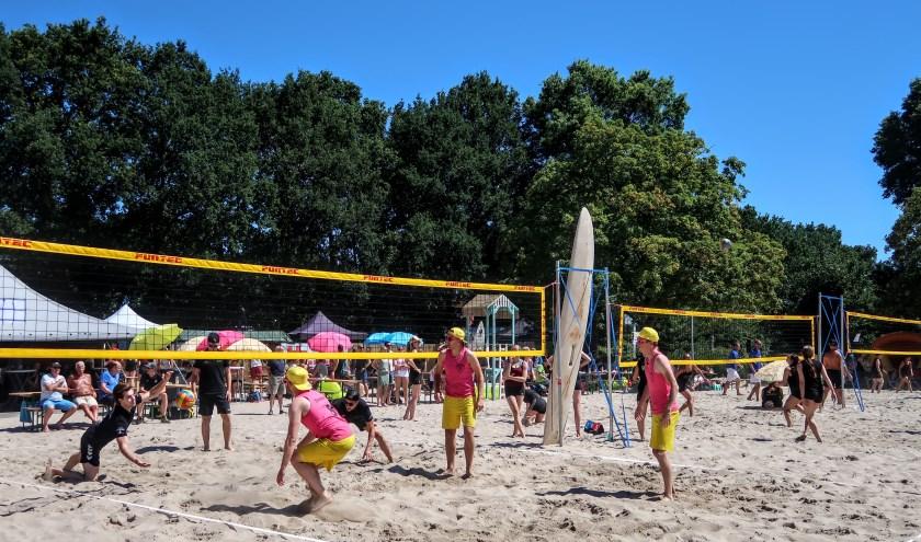 Vorig jaar beleefde het beachvolleybaltoernooi van DVO in Hengelo een zonovergoten editie. Foto: Luuk Stam