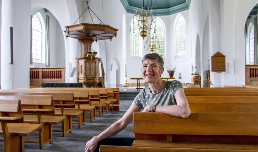 Ds. Fini van Zoelen in de Remigiuskerk in Steenderen. Foto: Liesbeth Spaansen