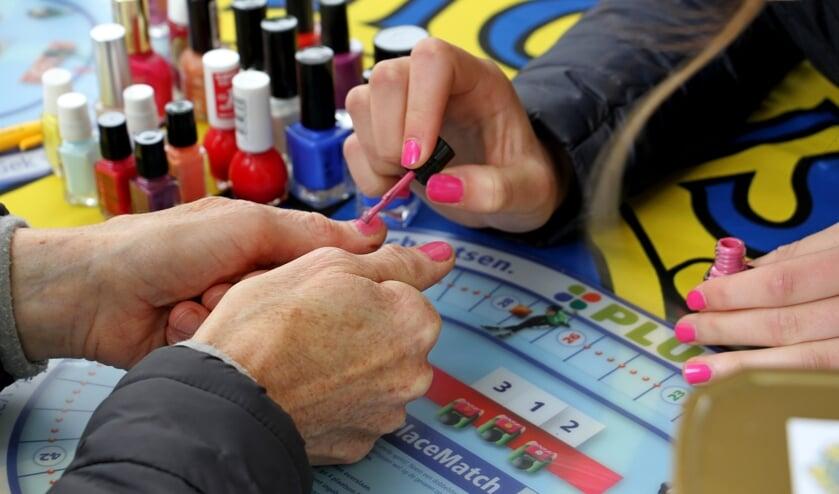 Ook bij de Quintusloop werden vele nagels gelakt. Foto: Achterhoekfoto.nl/Liesbeth Spaansen