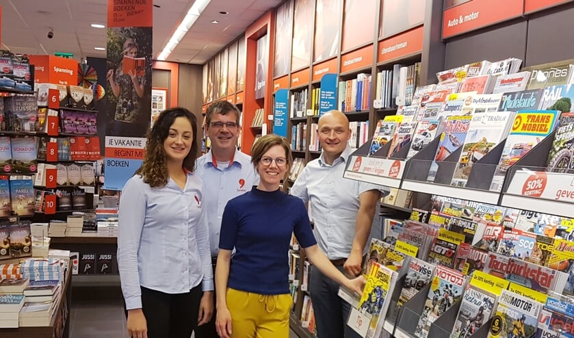 Ad van der Mond (tweede van links) is hét gezicht van Bruna Groenlo. Hier op de foto met vlnr. Isabel Oosterholt, Marieke Gebbink en Bas Wallerbosch. Foto: Kyra Broshuis