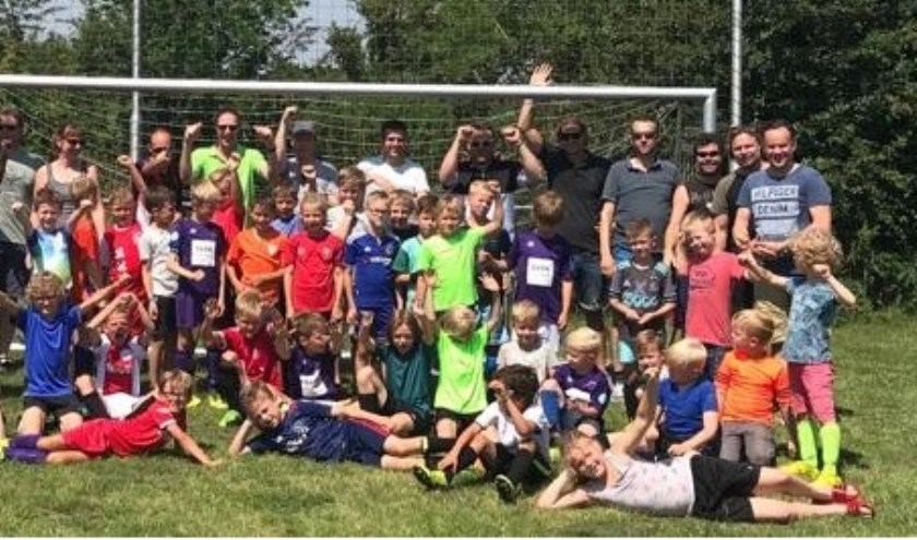 De jongste pupillen van voetbalvereniging Ruurlo op kamp bij De Waltakke in Lochem. Foto: PR.