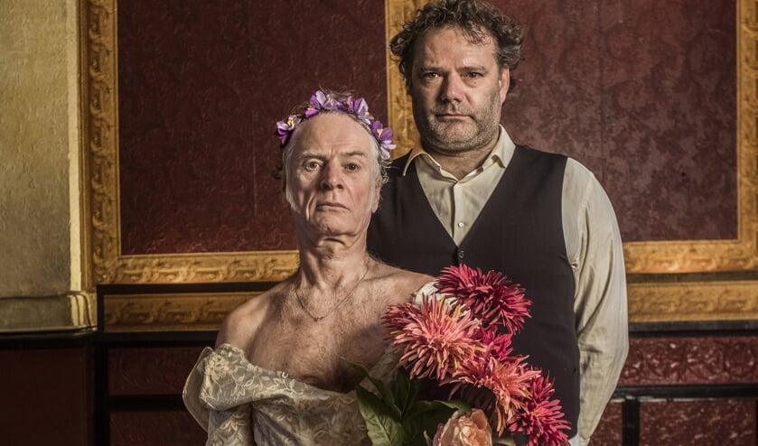 Felix Strategier en Boudewijn Rikmenspoel trekken door het land met de voorstelling 'Het Huwelijk'.. Foto: Krijn van Noordwijk