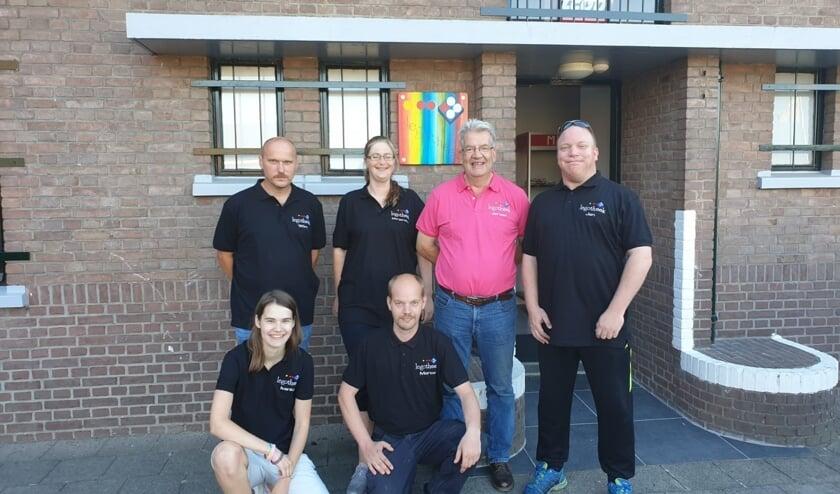 De vrijwilligers van de legotheek in hun nieuwe poloshirts. Foto: PR
