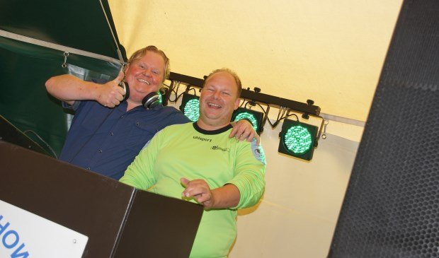 Dj John Hoogland en Marcel Freriks. Foto: Frank Vinkenvleugel  © Achterhoek Nieuws b.v.