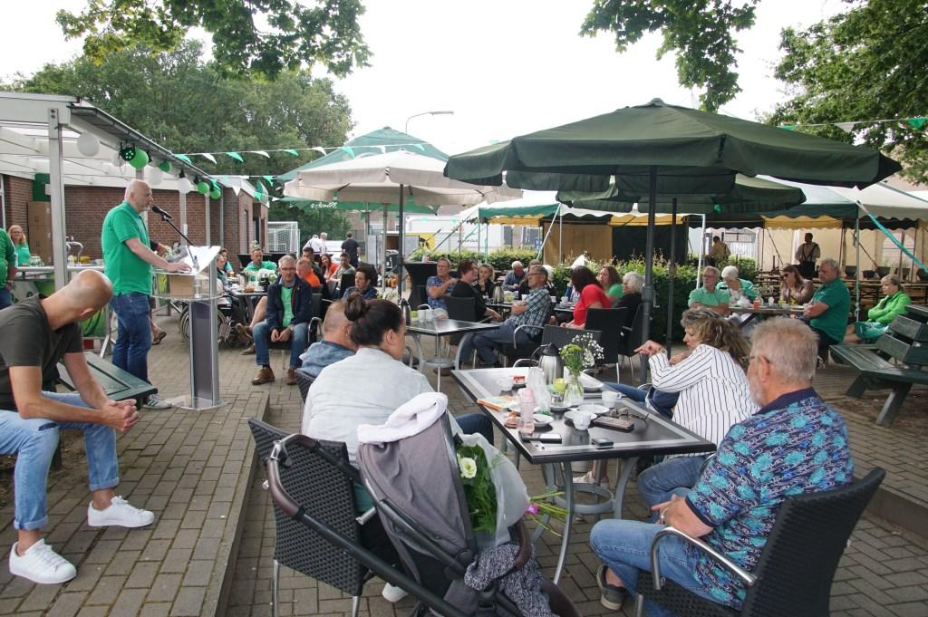 Het was goed toeven op het terras. Foto: Frank Vinkenvleugel  © Achterhoek Nieuws b.v.