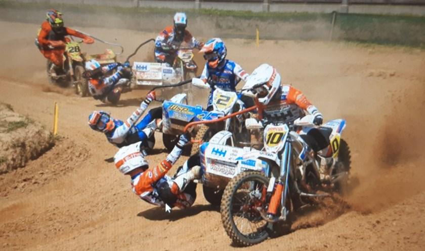 Hermans/Musset (2) proberen in Stelpe tevergeefs Dierckens/Bax (10) in te halen. Foto: Rik Claeys