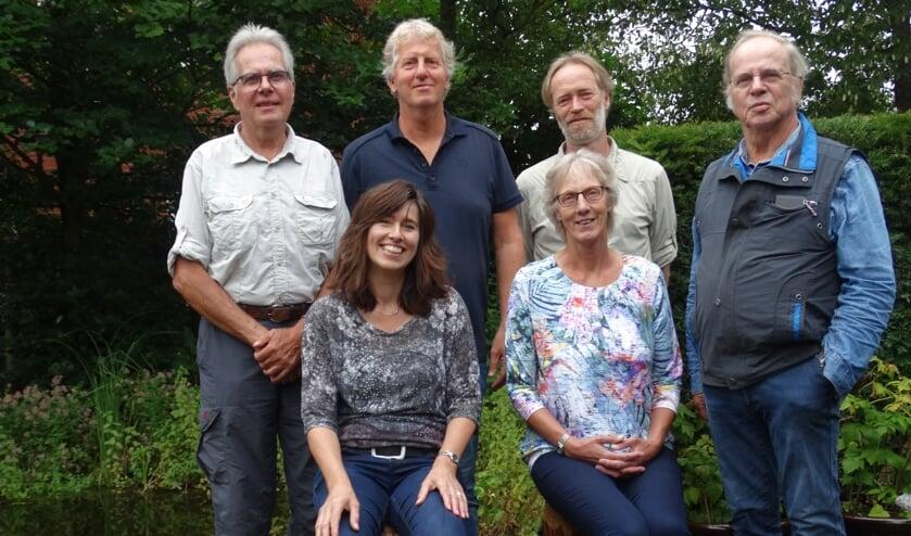 Bomenbelangbestuur met (v.l.n.r. staand) Joost Bakker, Peter Bielars, Dick van Hoffen en Ab van Peer, zittend Gerlinde Bulten en Anneke Voorend. Foto: Karin Haarman