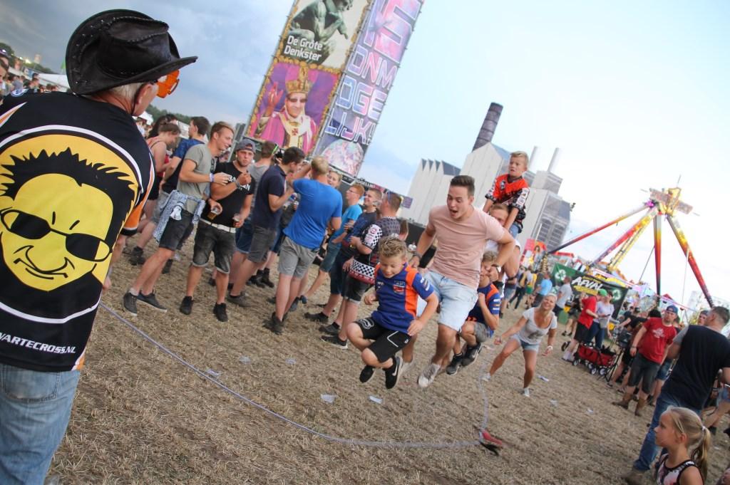 Touwtje springen op de Zwarte Cross. Foto: Annekée Cuppers  © Achterhoek Nieuws b.v.