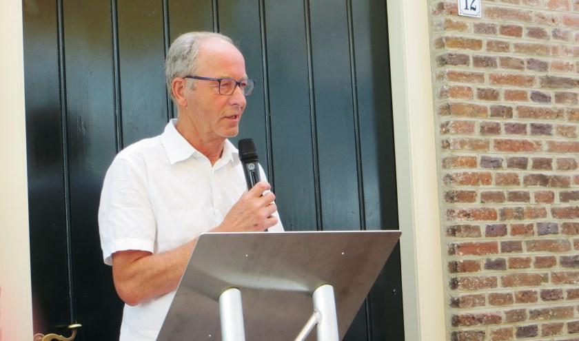 Jos Wessels bij de opening van de tentoonstelling. Foto: Bernhard Harfsterkamp