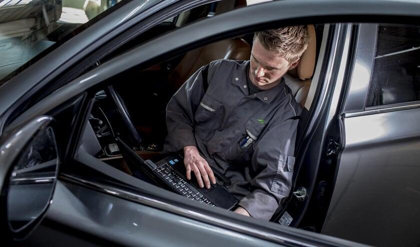 Ervaren autotechnici zijn van harte welkom bij Herwers. Foto: PR