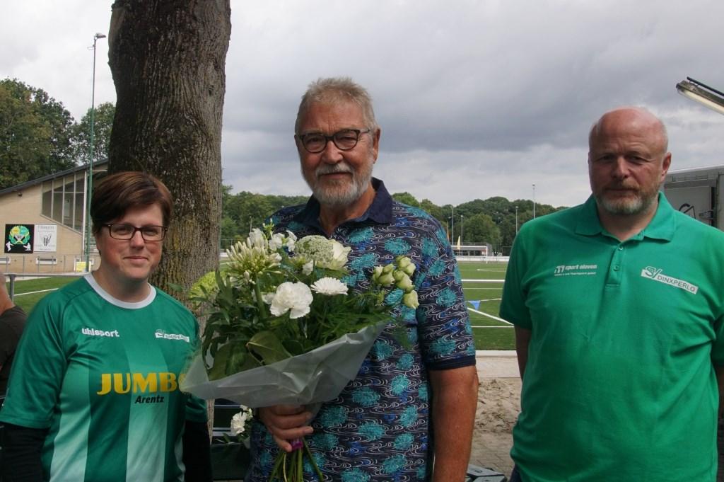 Kim ten Holte, Gerrie Elburg (70 jaar lid) en Sandy Schreur. Foto: Frank Vinkenvleugel  © Achterhoek Nieuws b.v.