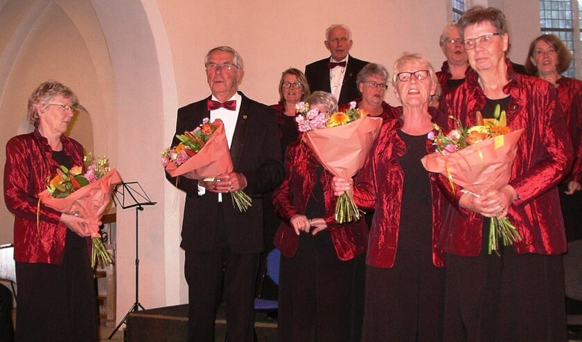 Vier trouwe leden van Zanglust werden op 25 mei gehuldigd. Foto: PR