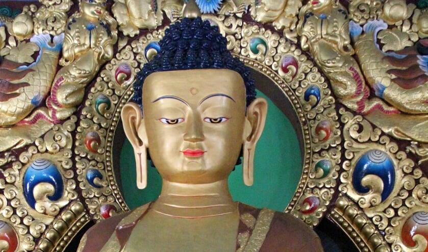 Beeld Boeddha Sakyamuni in Dzogchen tempel, Dhondenling, Zuid-India. Foto: PR