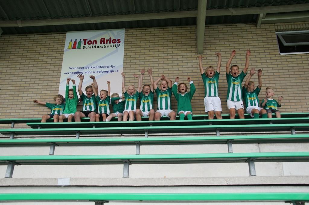 De jeugdleden voor het laatst in het groen. Foto: Frank Vinkenvleugel  © Achterhoek Nieuws b.v.