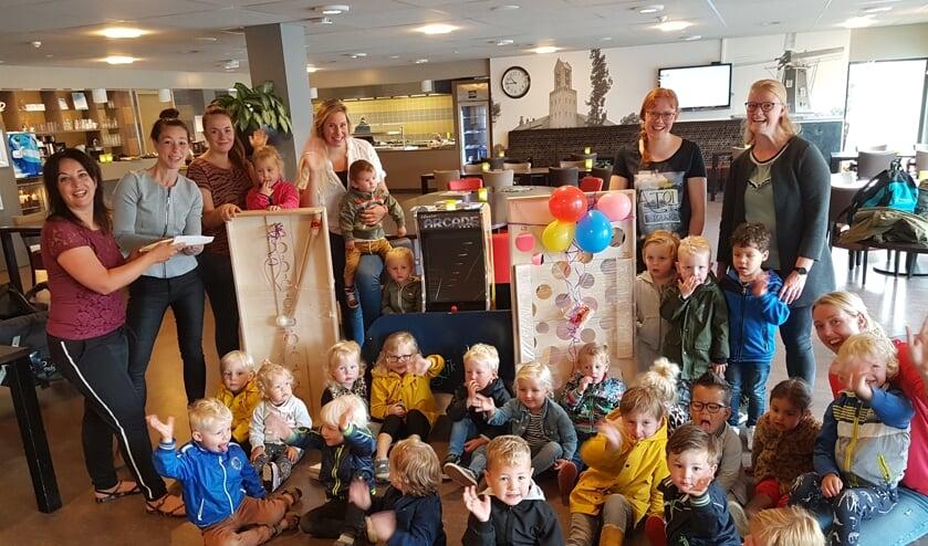 De kinderen hebben met hun kunstwerken spellen kunnen kopen voor de Pronsweide. Foto: eigen foto