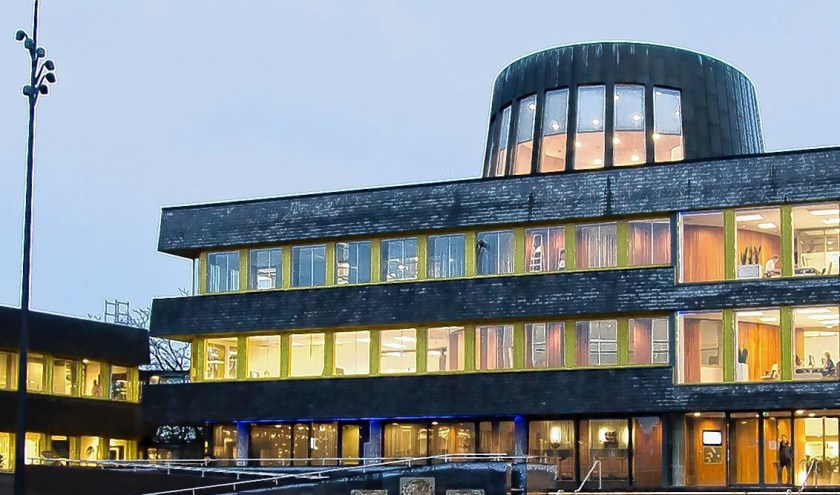 In het stadhuis van Doetinchem moeten nog harde noten worden gekraakt. Foto: Archief - Burry van den Brink