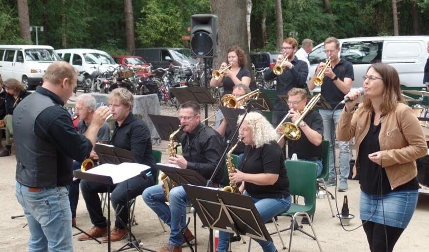 De Bigband Berkelland bestaat uit een kleine twintig enthousiaste muzikanten uit Berkelland die het leuk vinden om verschillende muziekstijlen te spelen. Foto: Jan Hendriksen.