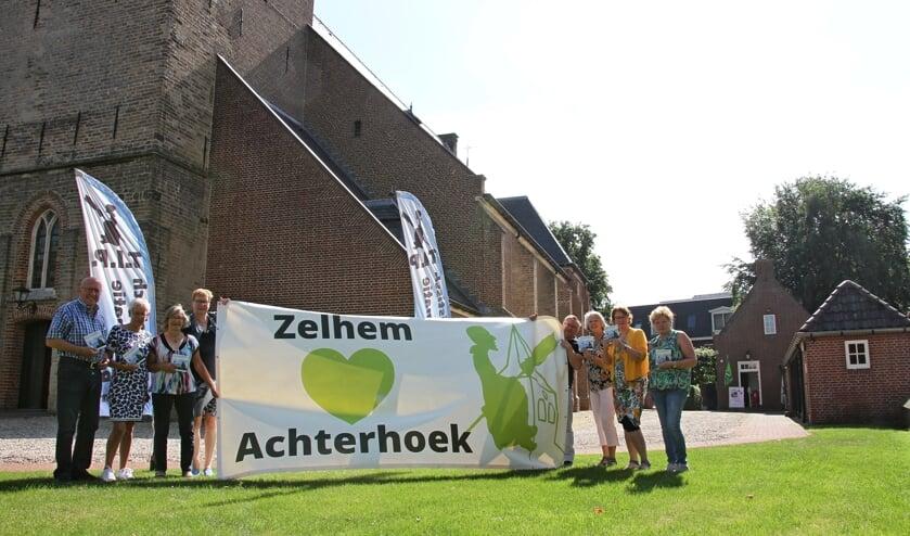 Vrijwilligers van Toeristisch Platform en TIP Zelhem: Jan-Willen de Gee, Joke Buunk, Gerrie Til, Ilse Janssen, Marti Hebbink, Marianne van Elk, Caroline Wesselink, Dinie Hukker. Foto: Liesbeth Spaansen