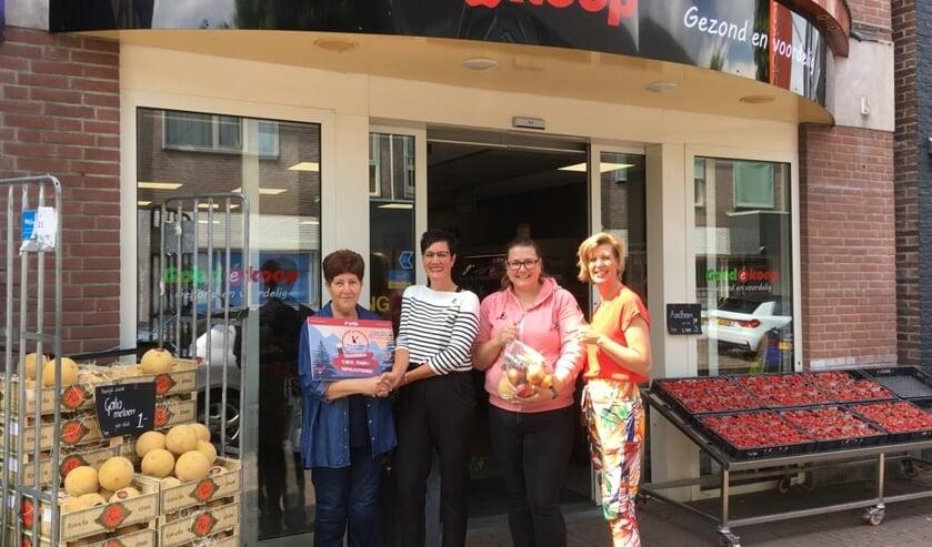 Annie Peppelman, Voedselloket Zelhem e.o., Saskia Radstake, teamcaptain ChillNo Drill, Linda Beumer, eigenaar Goedekoop Zelhem en Annemieke Bak, lid ChillNoDrill. Foto: PR