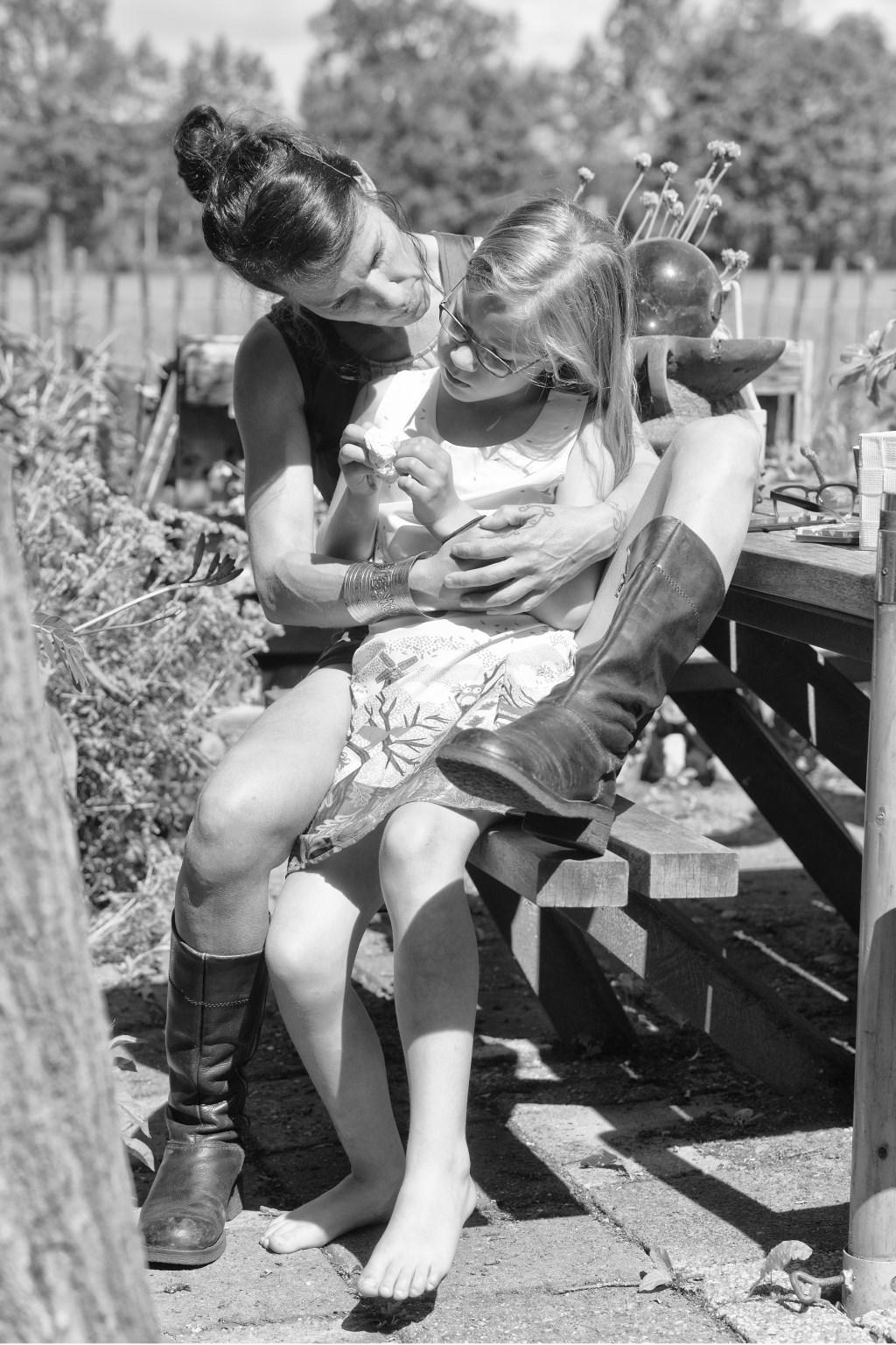 Lineke met dochter Gwen. Foto: Han te Hennepe  © Achterhoek Nieuws b.v.