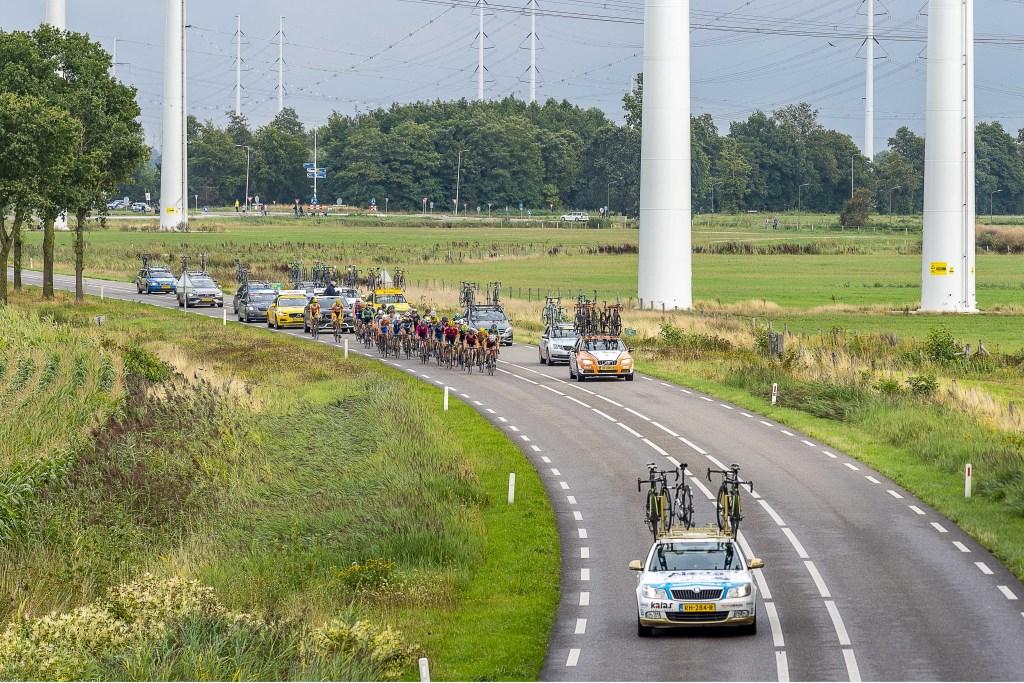 Het uitgedunde peloton op de Slingerparallel. Foto: Henk van Raaij Foto: Henk van Raaij © Achterhoek Nieuws b.v.