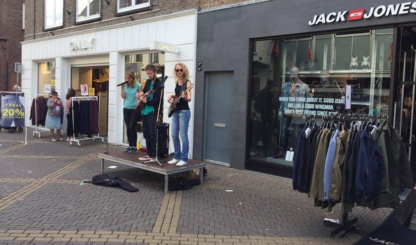 Veel muziek in het centrum tijdens koopzondag 'Lekker Zomers Genieten'. Foto: PR
