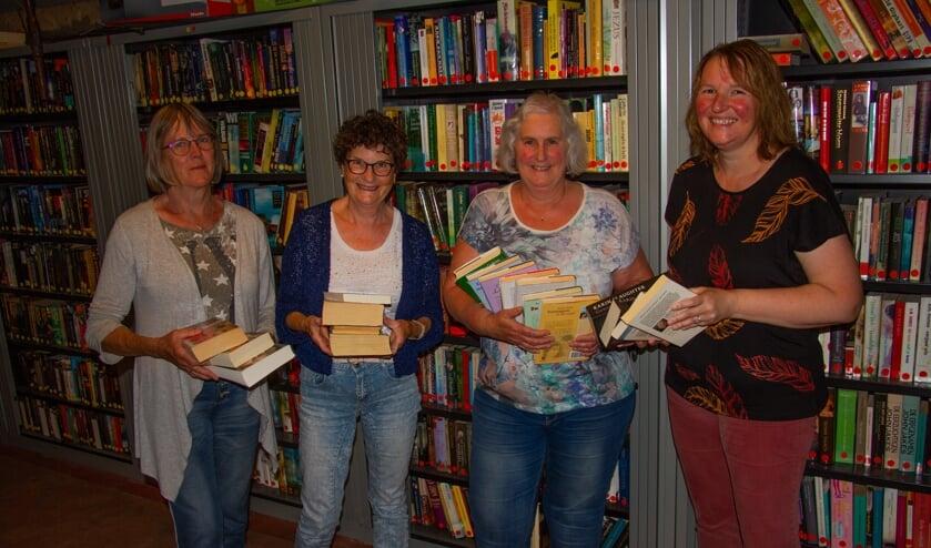 Vrijwilligsters van de Flopbieb:Ina Rietberg, Anneke van Helvoort, Philippien Klein Lenderink en Hermien Groot Tjooitink. Foto: Liesbeth Spaansen