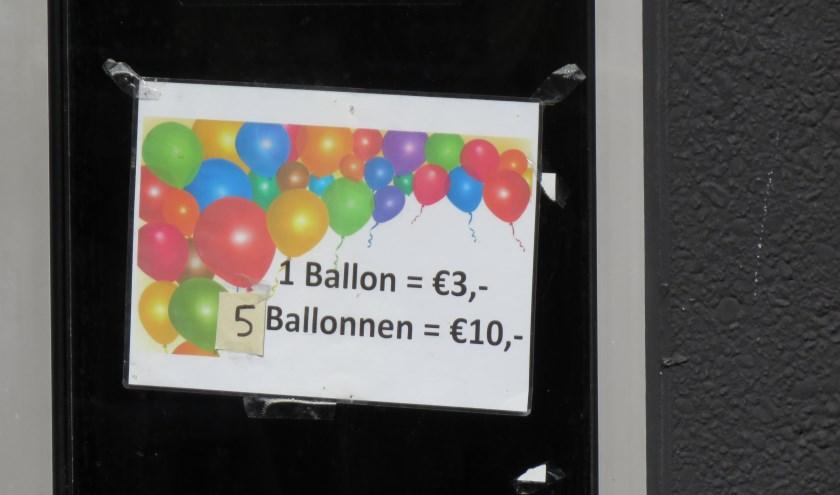 De Sisha lounge aan de Grutstraat verkoopt ballonnen. Foto: Bert Vinkenborg