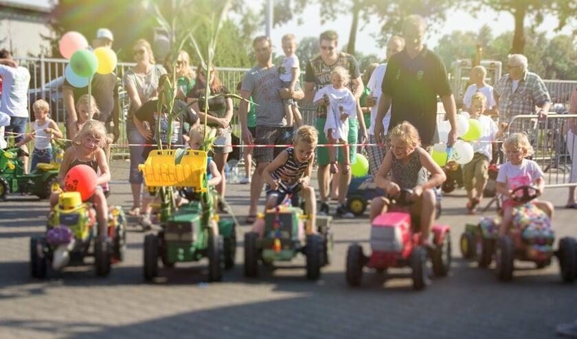 Deelnemers aan de Kramp Traptrekkerrace. Foto: archief Tractor Sterrit Lievelde