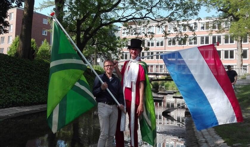 Henk Koskamp en Josef Räkers volgen de Berkel tot aan de bron. Foto: Hartmut Levermann