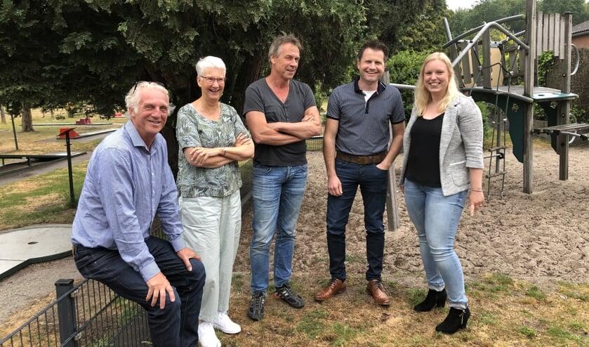 Van links naar rechts Kees Koolschijn, Jo Kloosters, Raph Schouten, Han ten Brinke en Anouk Meerbeek. Foto: PR