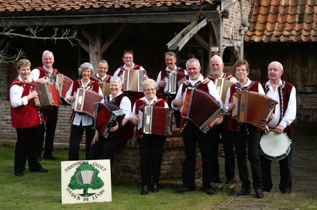 Harmonicagroep Onder de Linde brengen muziek uit eigen streek, Duitsland en Oostenrijk. Foto: PR Onder de Linde  © Achterhoek Nieuws b.v.
