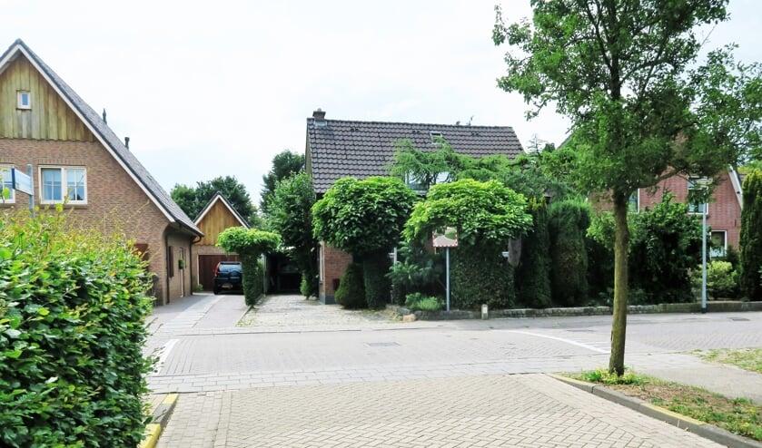 De verkeerssituatie Deken Hooijmansingel nabij 't Bagijn met op de achtergrond de spiegel. Foto: Theo Huijskes