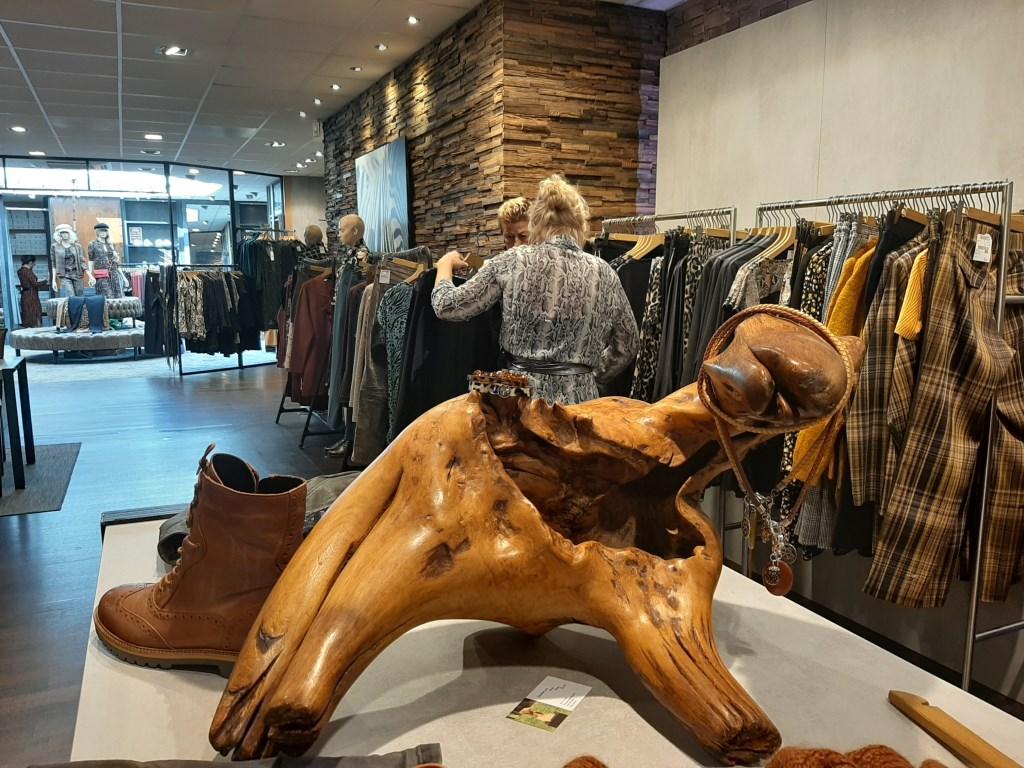 Kunst in de Winkel bij Angelique Womenswear. Foto: Eva Schipper  © Achterhoek Nieuws b.v.