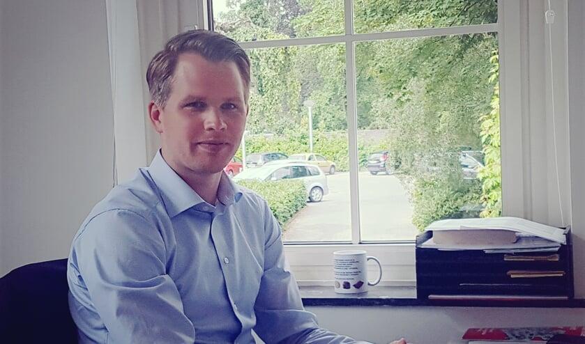 Wethouder Bart Porskamp in zijn werkkamer in het gemeentehuis van Oost Gelre in Lichtenvoorde. foto: archieffoto Kyra Broshuis