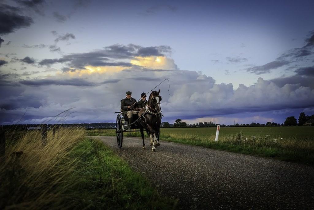 De vaak schitterende rijtuigen - enkelspan, tweespan en ook vierspan - vertrekken tegen 18.00 uur vanaf de Hanzehal, voor een buitenrit . Foto: Pascal Pasman  © Achterhoek Nieuws b.v.