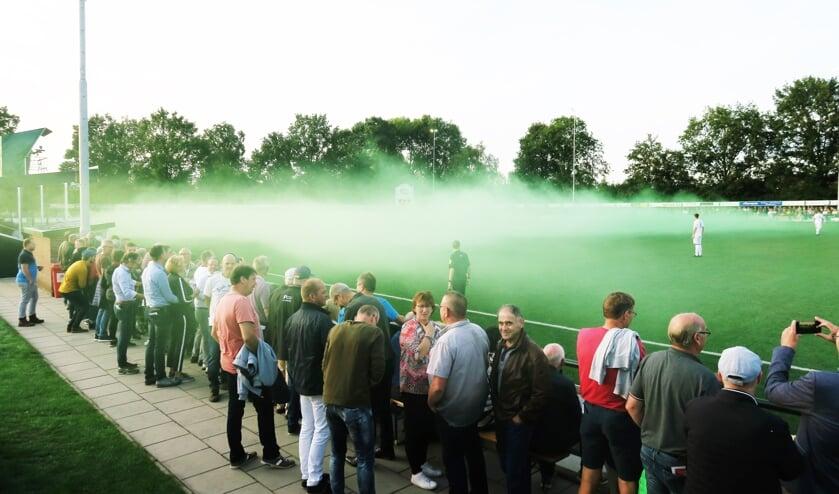 Groene RKZVC-kruitdampen voorafgaande aan de derby RKZVC - Longa '30. Foto: Theo Huijskes
