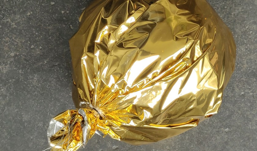 De boom - mits er één gevonden wordt - komt dit jaar vol te hangen met  gouden ballen. Foto; PR