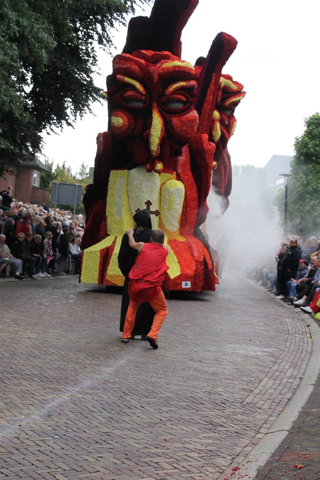 'Heksenjacht' door corsogroep Veur Mekare?!. Foto: Annekée Cuppers  © Achterhoek Nieuws b.v.