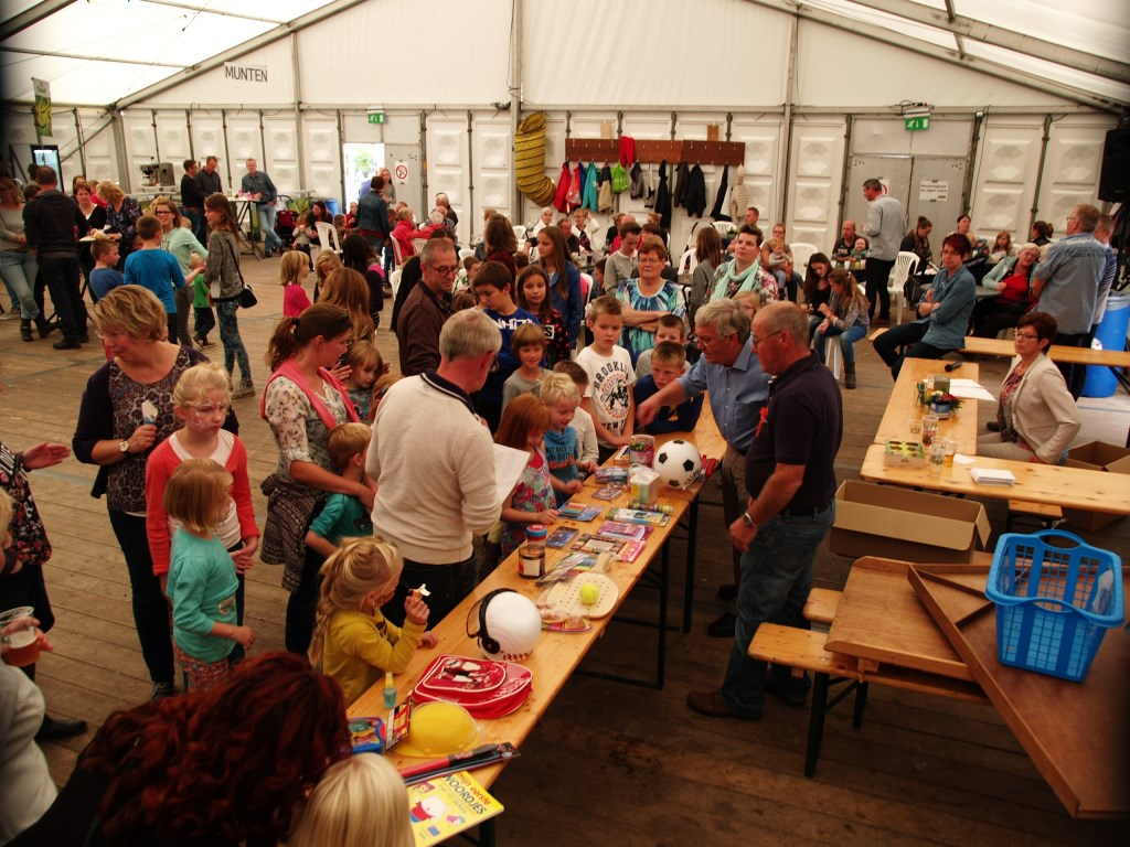 De volksspelen in de feesttent. Foto: PR  © Achterhoek Nieuws b.v.