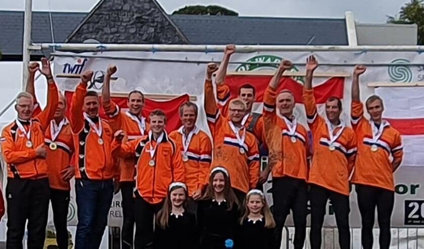 Het winnende 640 kg nationale team met als vijfde en zesde van links Richard Vliem en Ard Reinders van TTV Vorden. Foto: PR.