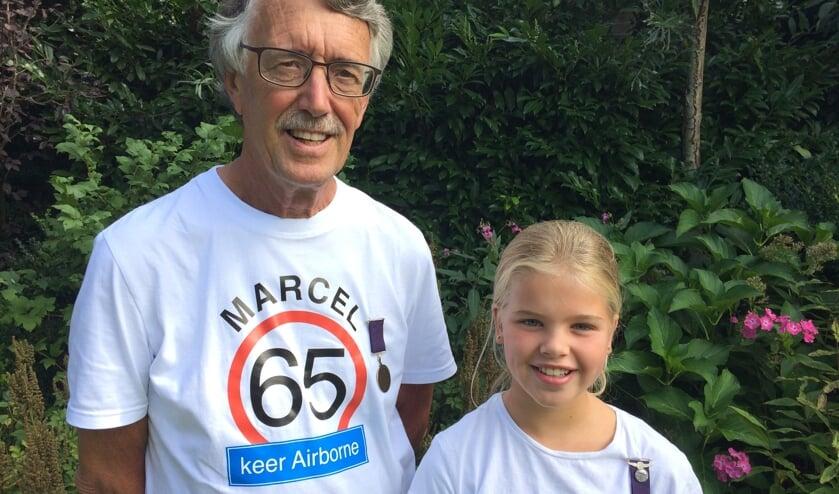 Marcel Stam loopt zijn 65ste Airborne Wandeltocht in Oosterbeek met kleindochter Jasmijn Willemsen. Foto: Beatrix Peelen