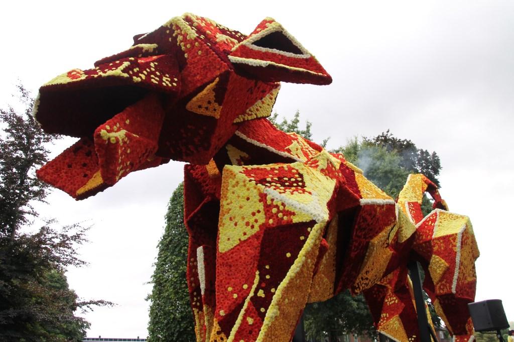 'Origami' door corsogroep Groep van Ons. Foto: Annekée Cuppers  © Achterhoek Nieuws b.v.