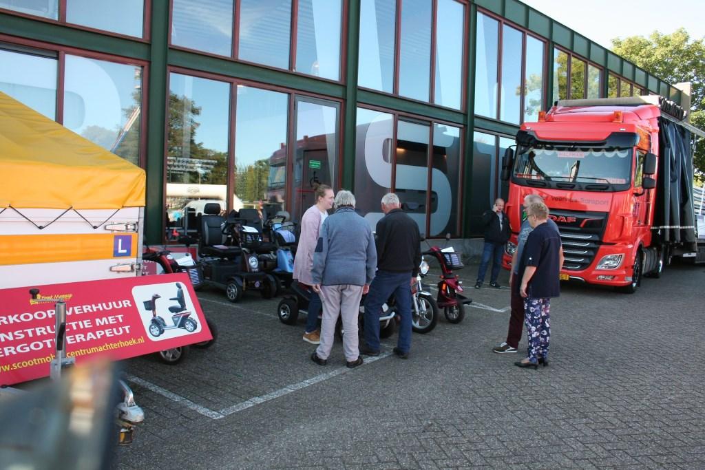 Allerlei middelen om mobiel te blijven toonde Frank Massop. Foto: Lydia ter Welle  © Achterhoek Nieuws b.v.