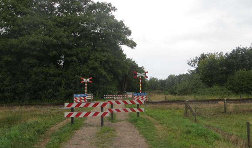Overgang Greversweg is al gedeeltelijk afgesloten. Foto: Bernhard Harfsterkamp