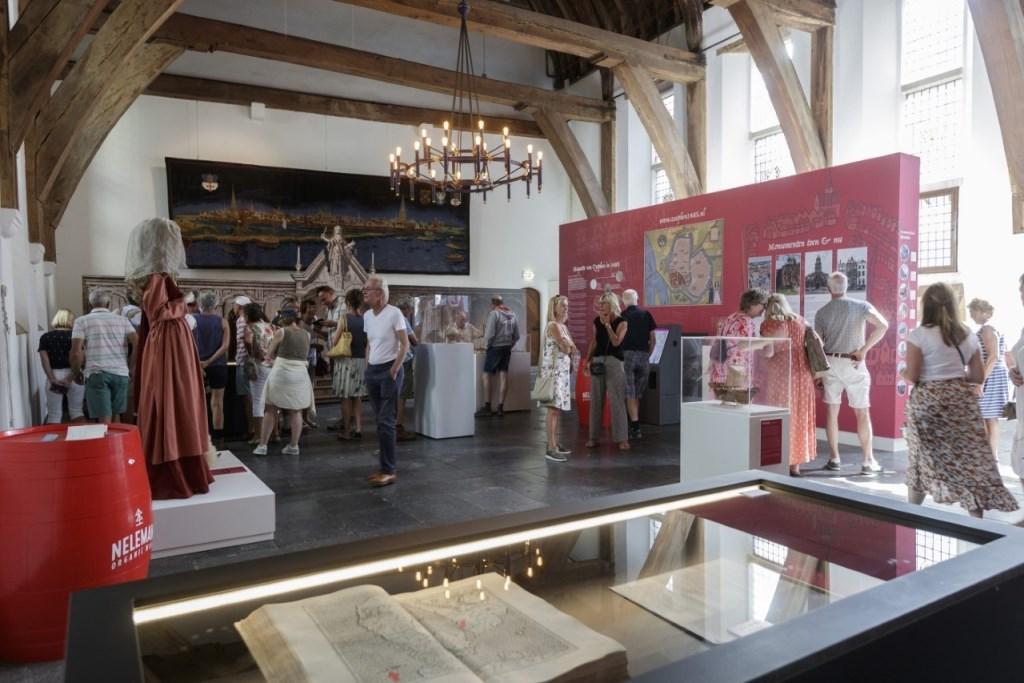 De tentoonstelling In de voetsporen van de Hanze trok veel belangstelling. Foto: Patrick van Gemert/Zutphens Persbureau  © Achterhoek Nieuws b.v.