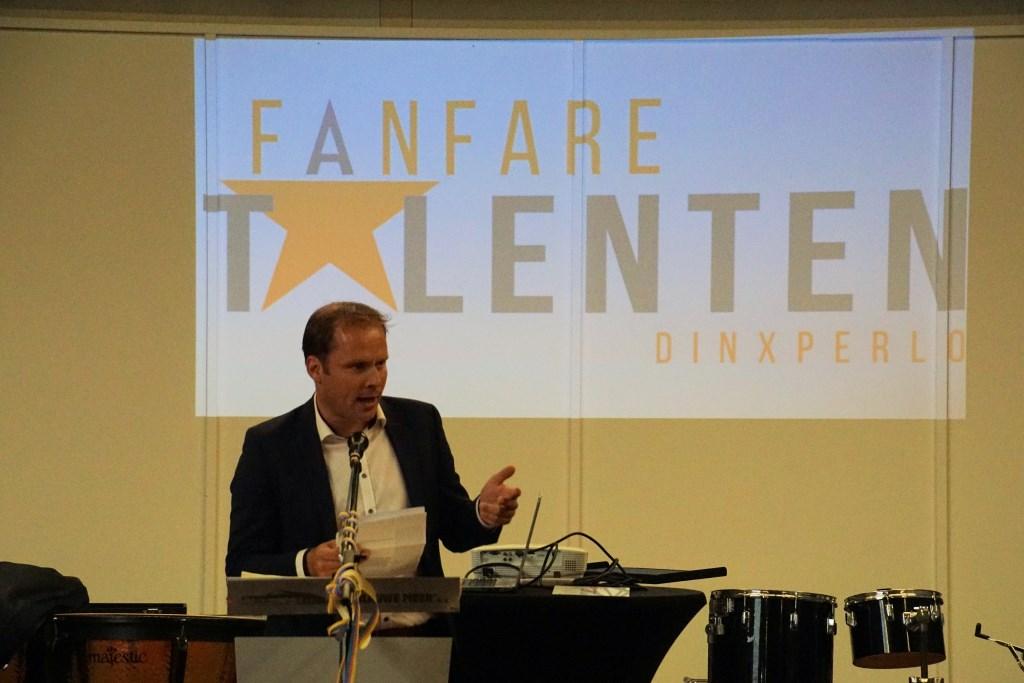 Hans te Lindert bij de start van Fanfaretalenten. Foto: Frank Vinkenvleugel  © Achterhoek Nieuws b.v.