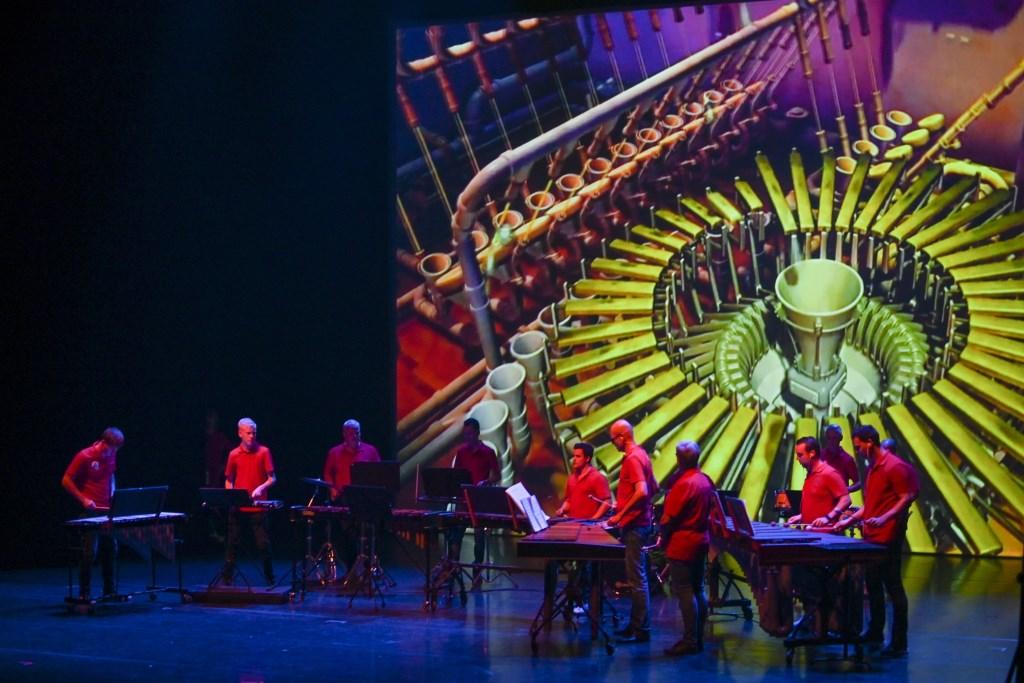 Percussiegroep Volharding uit Beek op het Amphionpodium, knap spelend met de video. Foto: Henk den Brok  © Achterhoek Nieuws b.v.