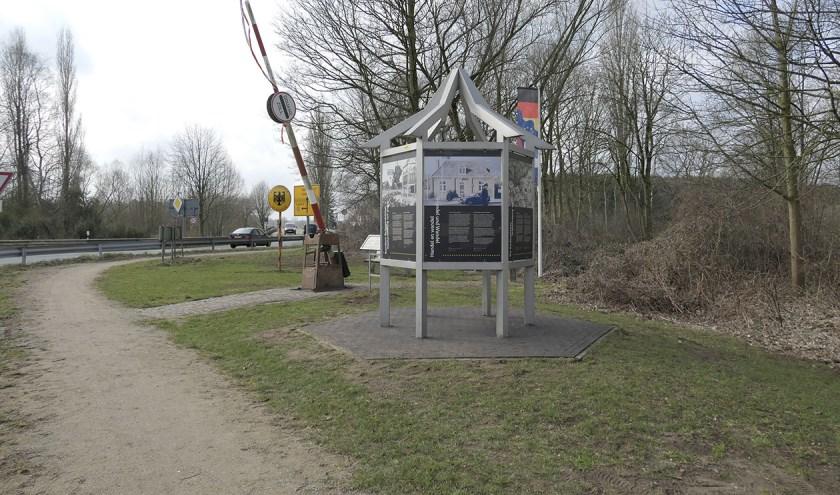 De weg rechtsaf richting Issleburg/Anholt wordt ongeveer twee maanden afgesloten. Foto: Bernd Brennemann