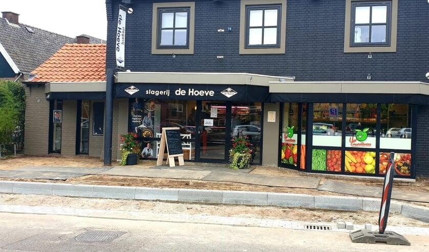 De slagerij en groentewinkel zijn ondanks de werkzaamheden bereikbaar én open. Foto: PR
